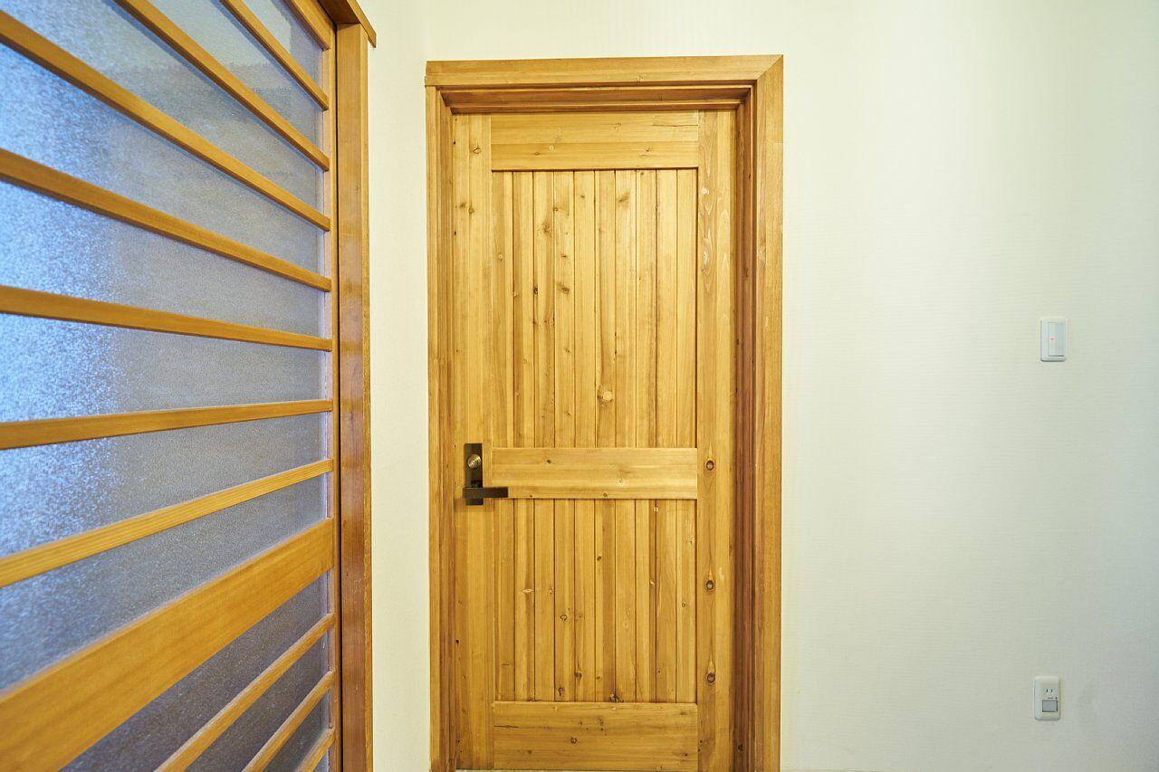 205号室:入り口の扉