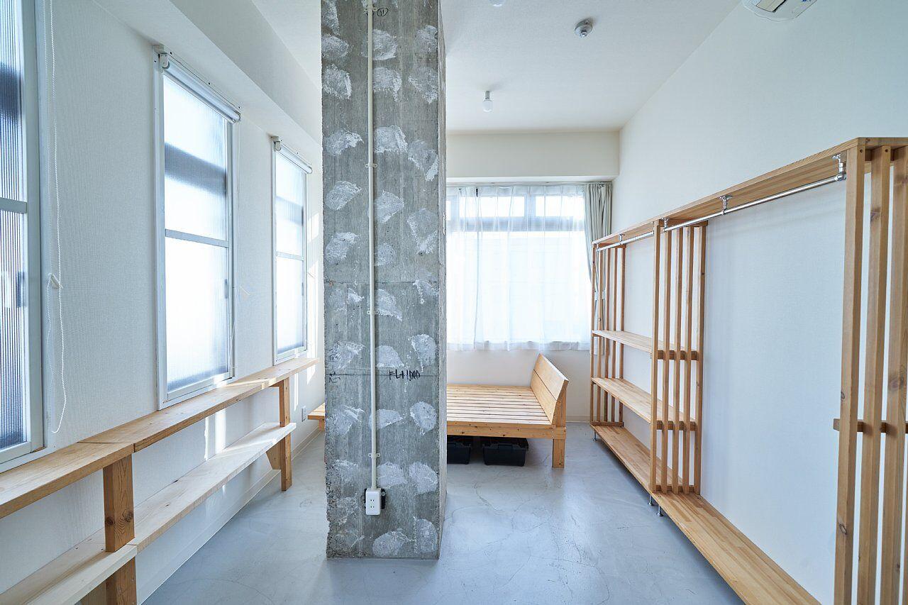 205号室:正面が南側の大きな窓