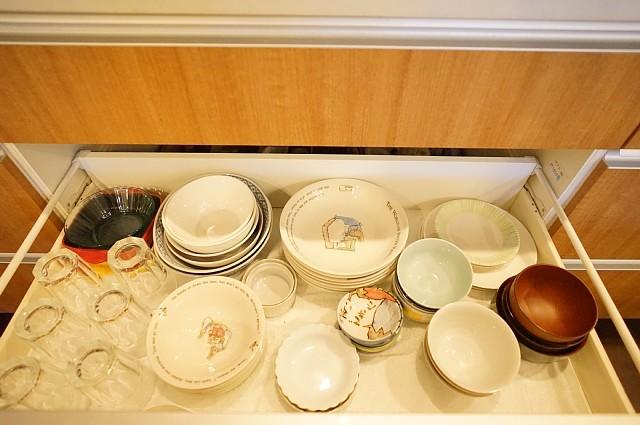 共用のお皿とコップ