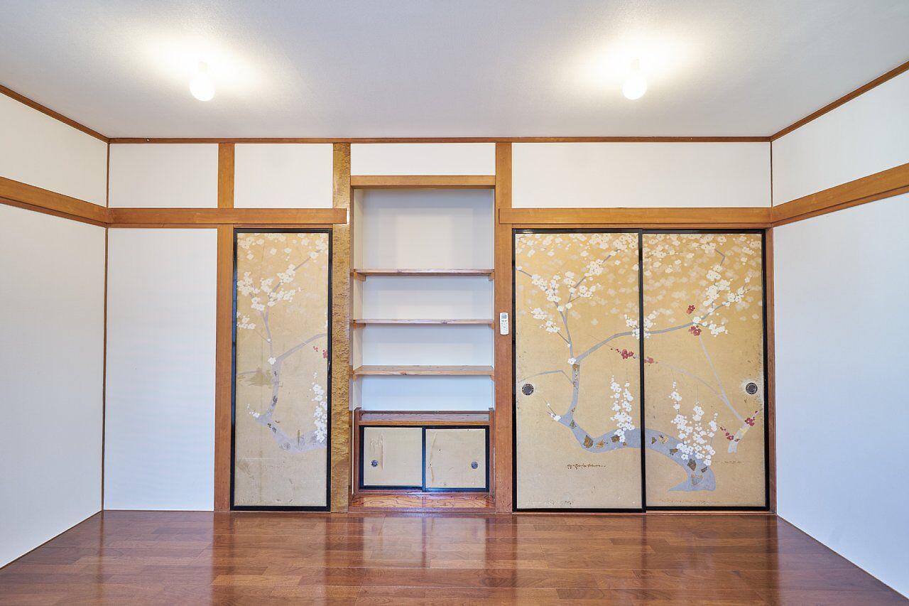 207 左から収納、床の間、入口の襖