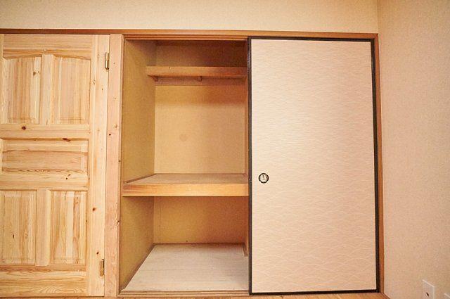 7017号室:押入を開けた様子