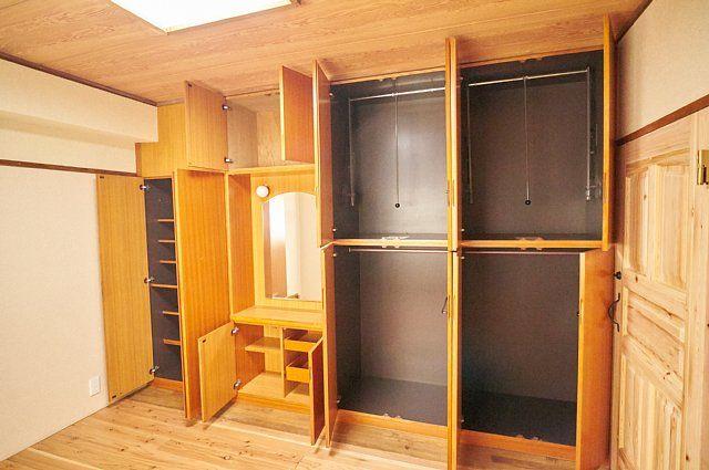 7017号室:壁収納を開けた様子