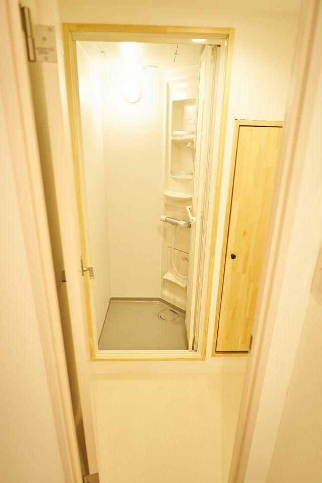 601:脱衣場とシャワールーム