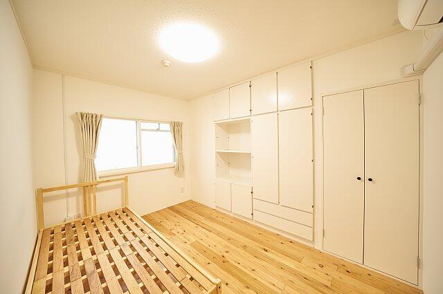7012号室:窓は東向き、2重サッシで夏、冬共に安心です。