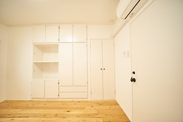 7012号室:収納の扉を閉じた様子