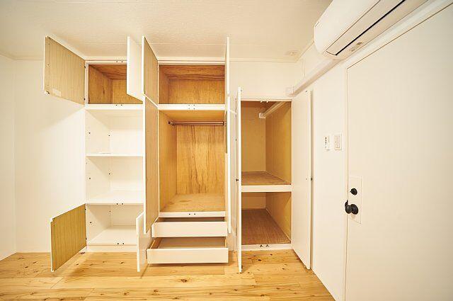 7012号室:収納の扉を開けた様子