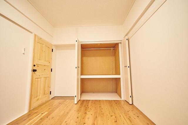 6011号室:収納の中にハンガーパイプが設置されています