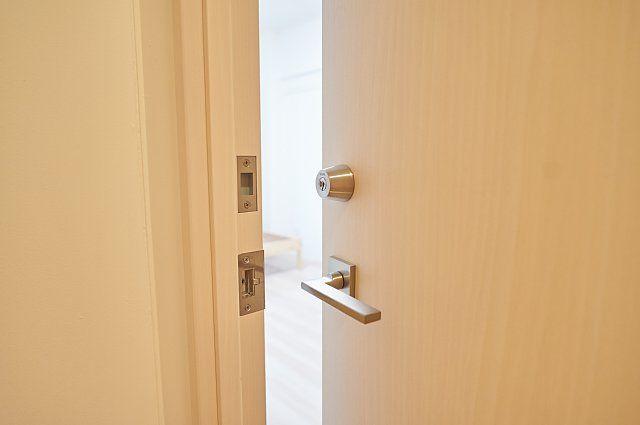 6012号室:扉の様子
